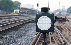 η ανασκόπηση απομόνωσε το τραίνο σημαδιών κίτρινο Στοκ Εικόνες