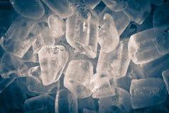 η ανασκόπηση κυβίζει τον πάγο στοκ εικόνα με δικαίωμα ελεύθερης χρήσης