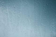 η ανασκόπηση που θολώνεται ρίχνει το παράθυρο βροχής γυαλιού Στοκ Εικόνες