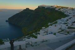 η ανασκόπηση το ελληνικό ηφαίστειο όψης σκαφών santorini νησιών κρουαζιέρας bougainvillea Στοκ φωτογραφίες με δικαίωμα ελεύθερης χρήσης