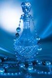 η ανασκόπηση 2 διακοσμεί το μπλε μπουκάλι με χάντρες Στοκ Φωτογραφίες