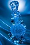 η ανασκόπηση 3 διακοσμεί το μπλε μπουκάλι με χάντρες Στοκ Εικόνες