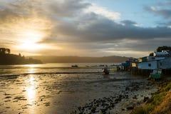 Η ανατολή σε Castro το νησί Chiloe στοκ φωτογραφίες