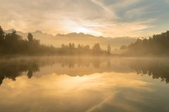 Η ανατολή στη λίμνη Aoraki Mathson τοποθετεί το εθνικό πάρκο Νέα Ζηλανδία Cook Στοκ Εικόνα