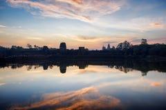 Η ανατολή στον αρχαίο ναό Angkor Wat, Siem συγκεντρώνει, Καμπότζη Στοκ Εικόνες