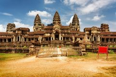 Η ανατολική πρόσοψη αρχαίου σύνθετου Angkor Wat σε Siem συγκεντρώνει, Καμπότζη Στοκ Φωτογραφία