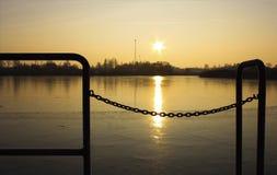 Η ανατολή πέρα από τη λίμνη Στοκ φωτογραφίες με δικαίωμα ελεύθερης χρήσης