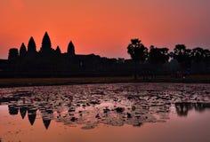 Η ανατολή Wat Angkor, Siem συγκεντρώνει Στοκ Φωτογραφίες