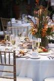 η ανθοδέσμη ανθίζει τον επιτραπέζιο γάμο Στοκ φωτογραφία με δικαίωμα ελεύθερης χρήσης