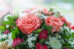 Η ανθοδέσμη των λουλουδιών που έγιναν από ρόδινο αυξήθηκε Στοκ Εικόνες