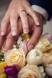 η ανθοδέσμη δίνει το γάμο δ Στοκ Εικόνα