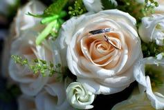 η ανθοδέσμη χτυπά το γάμο Στοκ εικόνες με δικαίωμα ελεύθερης χρήσης
