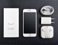 Η ανοιγμένη νέα Apple αυξήθηκε χρυσό iPhone 6S Στοκ εικόνα με δικαίωμα ελεύθερης χρήσης