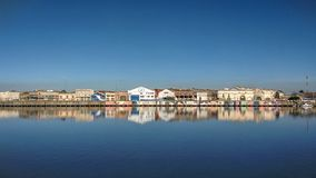 Η αντανάκλαση των σπιτιών στον ποταμό στο Λα Boca Στοκ φωτογραφίες με δικαίωμα ελεύθερης χρήσης