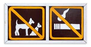 Η απαγόρευση του καπνίσματος σημαδιών και κανένα σκυλί σε αυτήν την περιοχή Στοκ Εικόνα