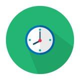 Η απεικόνιση είναι ένα εικονίδιο ως μπλε ρολόι τοίχων που κρεμά στον τοίχο Μπορέστε να χρησιμοποιηθείτε στα διάφορα μέσα Στοκ Εικόνα