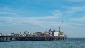Η αποβάθρα παλατιών στο Μπράιτον και ανυψωμένος Στοκ φωτογραφία με δικαίωμα ελεύθερης χρήσης