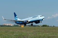Η απογείωση των αεροσκαφών Boeing-737, Ροστόφ--φορά, Ρωσία, 15η του Ιουνίου του 2015 Στοκ εικόνα με δικαίωμα ελεύθερης χρήσης