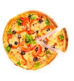 η απομονωμένη πίτσα τεμάχισ&ep Στοκ φωτογραφία με δικαίωμα ελεύθερης χρήσης