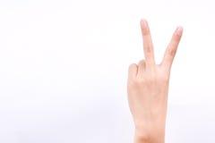 Η απομονωμένη σύμβολα έννοια δύο κοριτσιών χεριών δάχτυλων μάθημα σημείων μαθαίνει το σημάδι νίκης διδασκαλίας και πάλης στο άσπρ Στοκ Φωτογραφία