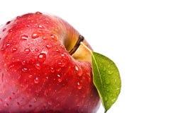 Η απομονωμένη Juicy κόκκινη Apple που απομονώνεται στο λευκό Στοκ Εικόνα