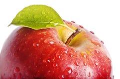 Η απομονωμένη Juicy κόκκινη Apple που απομονώνεται στο λευκό Στοκ φωτογραφία με δικαίωμα ελεύθερης χρήσης