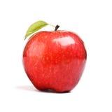 Η απομονωμένη Juicy κόκκινη Apple που απομονώνεται στο λευκό Στοκ Φωτογραφίες