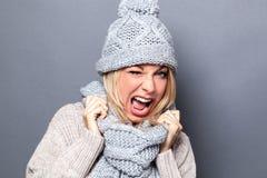 Η αποπλάνηση και κλείνει το μάτι έννοια για χαμόγελο γυναικών φλερτ το δυναμικό νέο Στοκ φωτογραφία με δικαίωμα ελεύθερης χρήσης