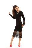 Η αποτελεσματική νέα γυναίκα σε ένα μαύρο φόρεμα στοκ εικόνα με δικαίωμα ελεύθερης χρήσης