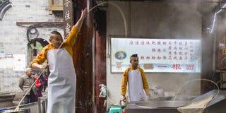 Η απόδοση στο εστιατόριο νουντλς, huanglongxie, chengdu, Κίνα στοκ εικόνα