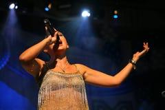 Η απόδοση στη σκηνική ηθοποιό και τον τραγουδιστή της ρωσικής κλασσικής ντίβας Larisa Lusta διασταυρώσεων Στοκ φωτογραφίες με δικαίωμα ελεύθερης χρήσης