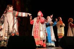 Η απόδοση στο στάδιο του εθνικού λαϊκού τραγουδιστή του ρωσικού babkina nadezhda τραγουδιών και του ρωσικού τραγουδιού θεάτρων Στοκ Εικόνες