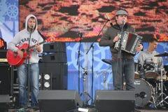 Η απόδοση της ρωσικής συμμορίας Malinovskaya συνόλων ομάδας μουσικής λαϊκής λαϊκής Στοκ φωτογραφία με δικαίωμα ελεύθερης χρήσης