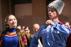 Η απόδοση των μουσικών και των χορευτών του εθνικού ρωσικού συνόλου Sudarushka Cossack Στοκ φωτογραφία με δικαίωμα ελεύθερης χρήσης
