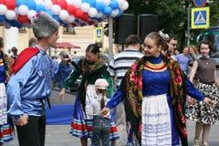 Η απόδοση των μουσικών και των χορευτών του εθνικού ρωσικού συνόλου Sudarushka Cossack Στοκ Φωτογραφία