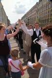 Η απόδοση των υποστηρικτών και των χορευτών του συνόλου ιστορικού κοστουμιού και χορός Persona Viva Στοκ Φωτογραφία