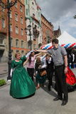 Η απόδοση των υποστηρικτών και των χορευτών του συνόλου ιστορικού κοστουμιού και χορός Persona Viva Στοκ εικόνα με δικαίωμα ελεύθερης χρήσης