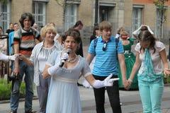 Η απόδοση των υποστηρικτών και των χορευτών του συνόλου ιστορικού κοστουμιού και χορός Persona Viva Στοκ Εικόνα