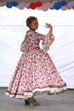 Η απόδοση των υποστηρικτών και των χορευτών του συνόλου ιστορικών ανηψιών Rameau κοστουμιών και χορού Στοκ Φωτογραφία