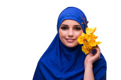 Η αραβική γυναίκα με το λουλούδι ορχιδεών που απομονώνεται στο λευκό Στοκ φωτογραφίες με δικαίωμα ελεύθερης χρήσης