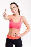 Η αρκετά θετική χαμογελώντας φίλαθλος στην παρουσίαση φορμών γυμναστικής φυλλομετρεί επάνω Στοκ Φωτογραφίες