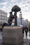 Η αρκούδα και το Arbutus Unedo στο κολλοειδές διάλυμα Μαδρίτη Στοκ Φωτογραφίες