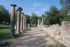 η αρχαία πυρκαγιά πρώτη Ελλάδα κτηρίων που αφέθηκε την ελαφριά Ολυμπία ολυμπιακή πέρα από τις πέτρες ήταν πού Στοκ Φωτογραφία