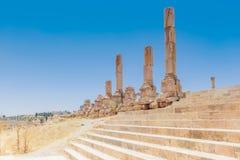 Η αρχαία ρωμαϊκή πόλη σε Jerach, Ιορδανία Τεράστια κλιμακοστάσια Στοκ φωτογραφία με δικαίωμα ελεύθερης χρήσης