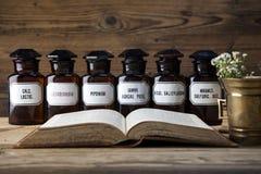 Η αρχαία φυσικά ιατρική, τα χορτάρια και τα φάρμακα Στοκ Εικόνες