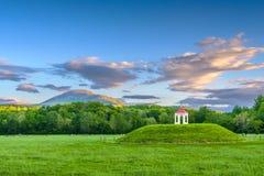 Η αρχαιολογική περιοχή αναχωμάτων Nacoochee στη Helen, Γεωργία, ΗΠΑ στοκ εικόνα με δικαίωμα ελεύθερης χρήσης