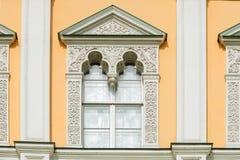 Η αρχιτεκτονική διακόσμηση των παραθύρων Στοκ φωτογραφία με δικαίωμα ελεύθερης χρήσης