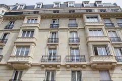 η αρχιτεκτονική Παριζιάνος ανακαίνισε χαρακτηριστικό στοκ φωτογραφίες με δικαίωμα ελεύθερης χρήσης