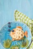 Η αστεία τηγανίτα μοιάζει με ένα ψάρι Στοκ φωτογραφία με δικαίωμα ελεύθερης χρήσης