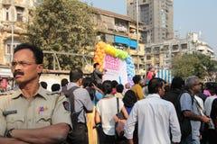 Η αστυνομία κρατά το ακριβές μάτι κατά τη διάρκεια της υπερηφάνειας Μάρτιος Mumbai Στοκ εικόνα με δικαίωμα ελεύθερης χρήσης